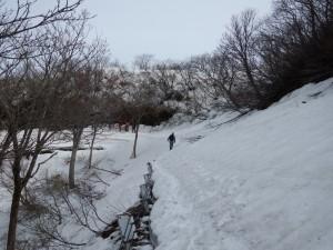ドンデン山荘 8:10出発 佐渡縦貫線は除雪はされていません。