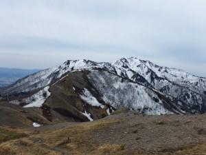 真砂の峰より金北山を望む。