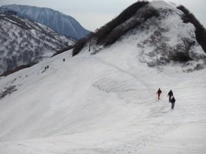 金北山から約300付近の防衛省管理道路は除雪がされておりません。十分注意してください。
