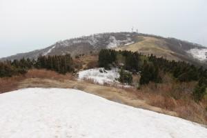 ドンデン高原は所々に残雪あり