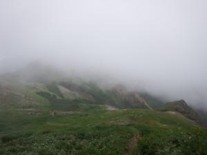真砂の峰から金北山方向を望む。