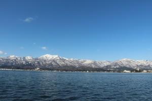 加茂湖から大佐渡山脈を望む