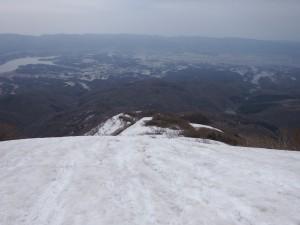 登山道は雪の下